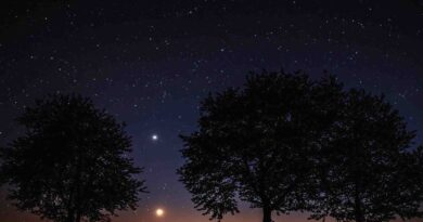 December 12: Conjunction of the waning Moon and Venus - Dorian's Secrets