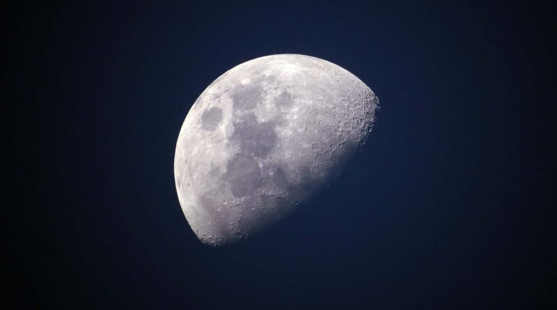 February 4: Waning Moon - Dorian's Secrets