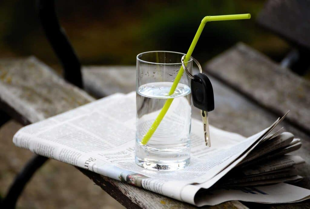 Glass of Water - 7 Secrets on NO DIET Day: celebrating International No Diet Day - Beauty and Health - Diets - Dorian's Secrets - The Eternal Youth Magazine