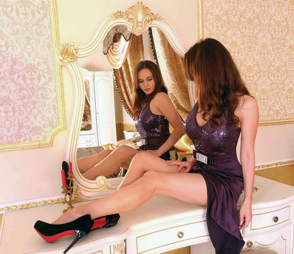 10 Fashion trends for Fall / Winter 2021-2022 - Trend #4: Lilac Fashion 2021-2022 - Dorian's Secrets: The Eternal Youth Magazine